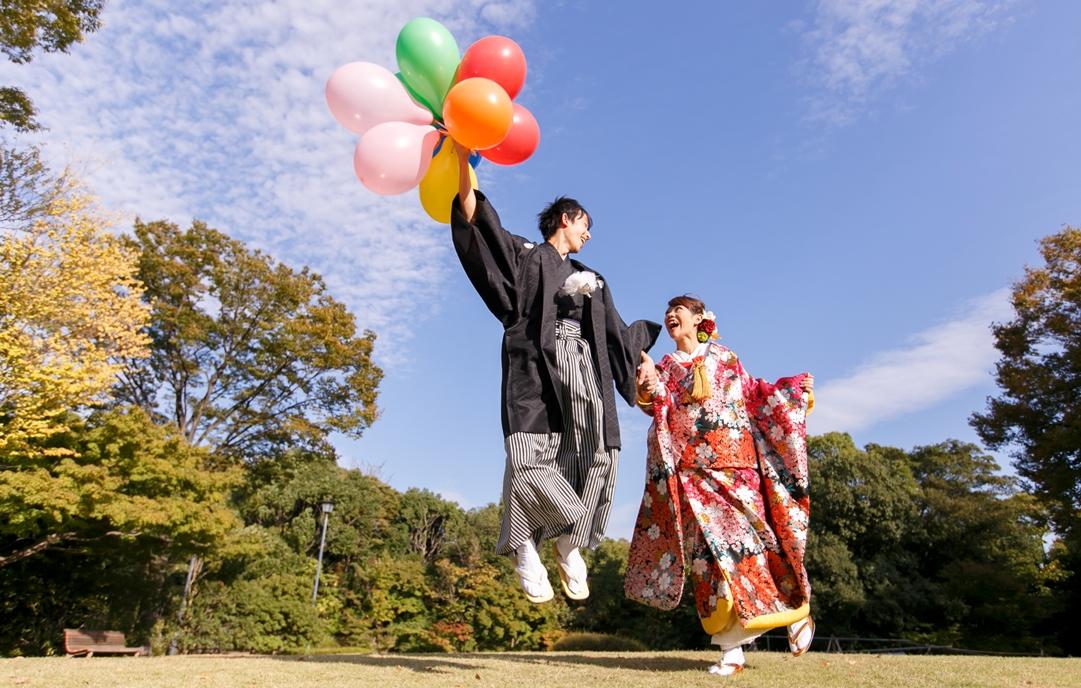 白鳥庭園で和装前撮りジャンプ \(^O^)