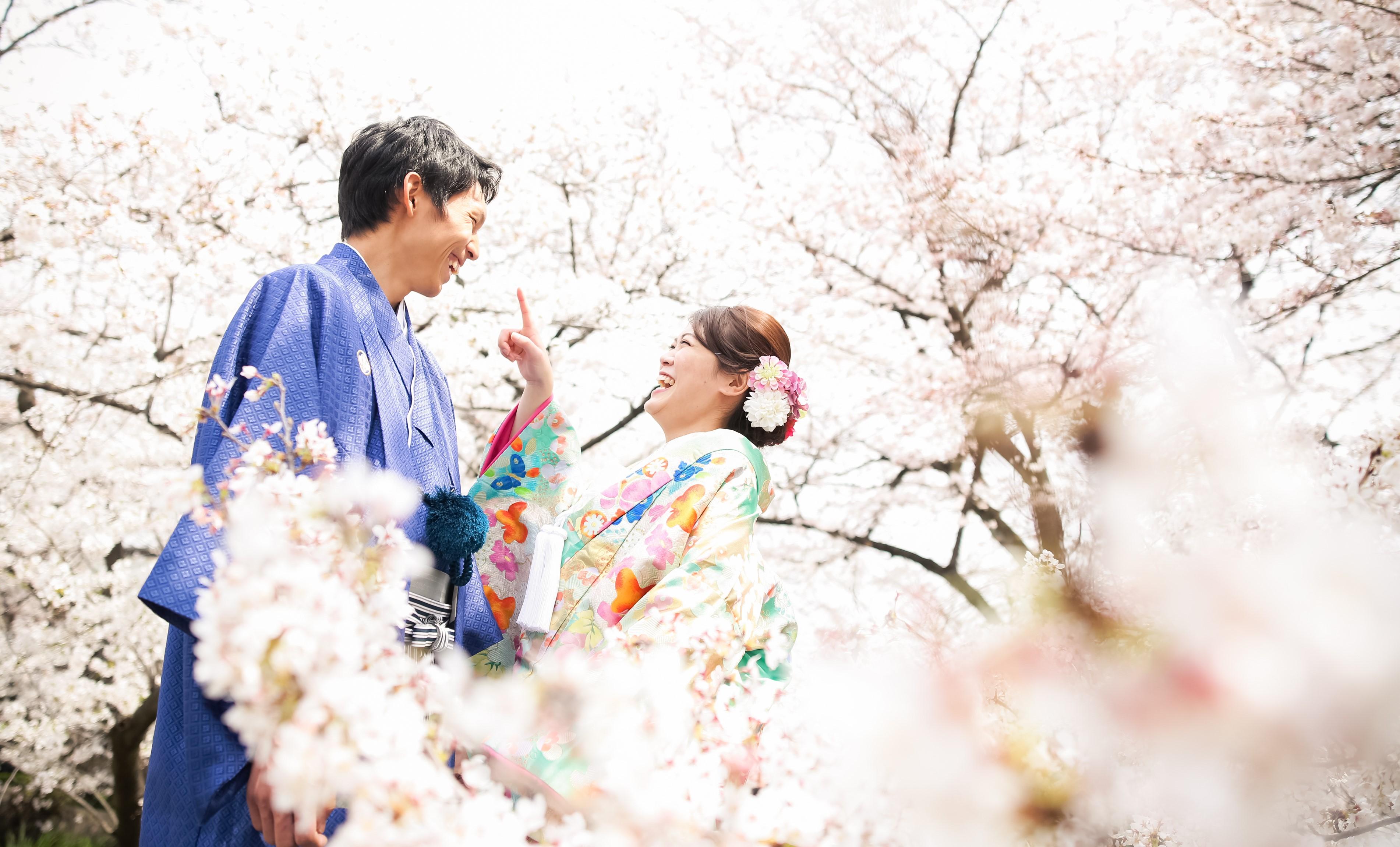満開の桜の中