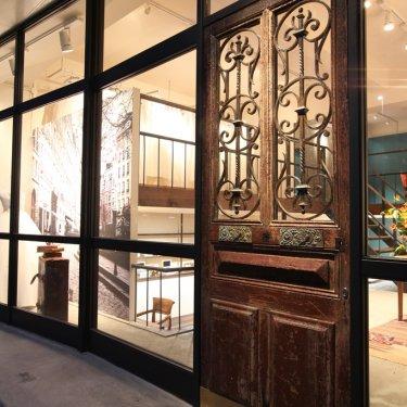 フォトウェディング専門店ウェディングアベニューの入口扉