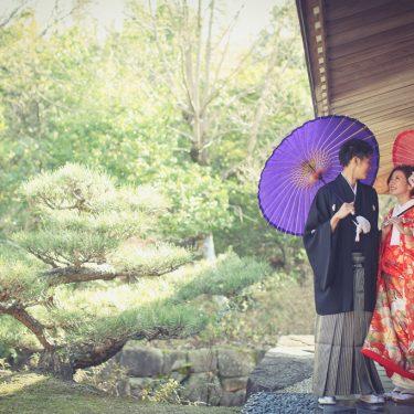 美しい日本庭園をバックに撮影したロケーションフォト