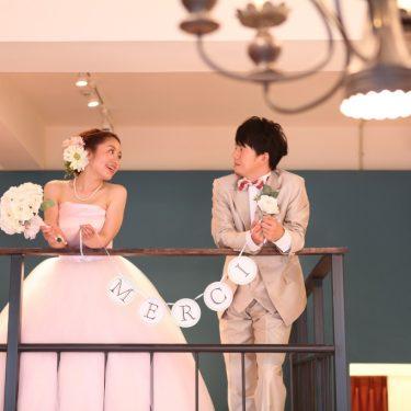 アトリエスタジオの天井の高さを生かしたステキな結婚写真