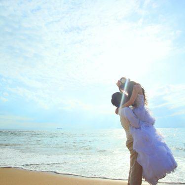内海でのキラキラ輝く前撮り写真