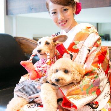 色打掛を着た新婦さんと二匹の愛犬と一緒に和装前撮り