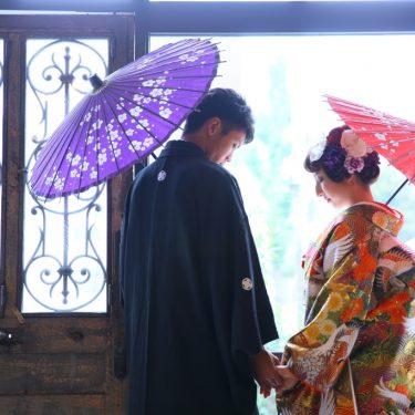 紋服に合わせて、落ち着いた色の色打掛で和装フォトウェディング