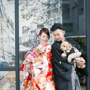 スタジオの外で撮った愛犬との和装前撮り写真