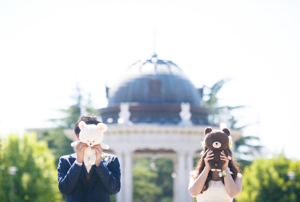 鶴舞公園のシンボルの前で、ブラウンとコニー連れて前撮り。