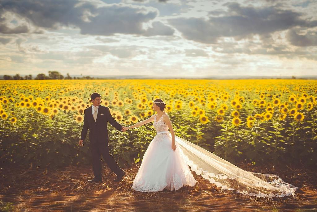 ひまわり畑で撮影した洋装写真