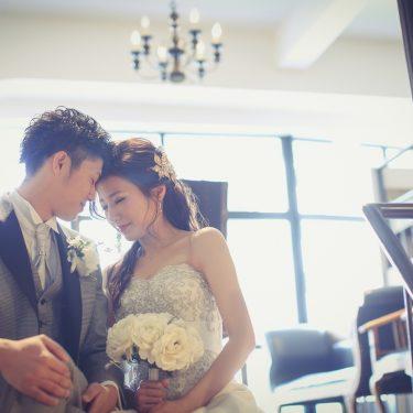 アンティークスタジオでオシャレに撮影した結婚写真