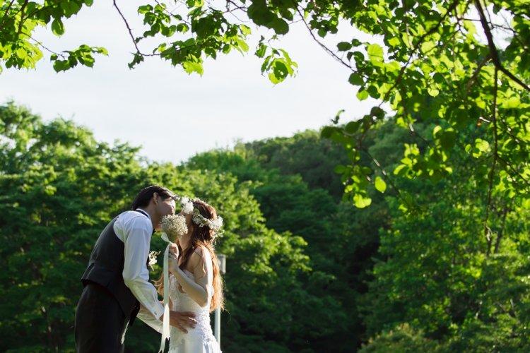 大高緑地公園でウェディングキス