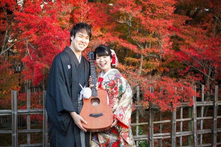 和装ロケーションフォトを人気の紅葉をバックに撮った写真
