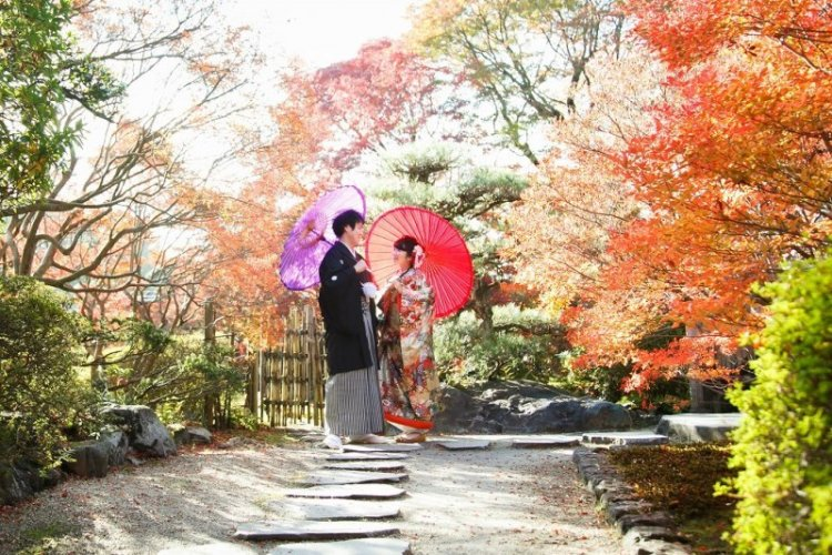 どうだん亭の庭で撮影した紅葉ロケ―ション写真