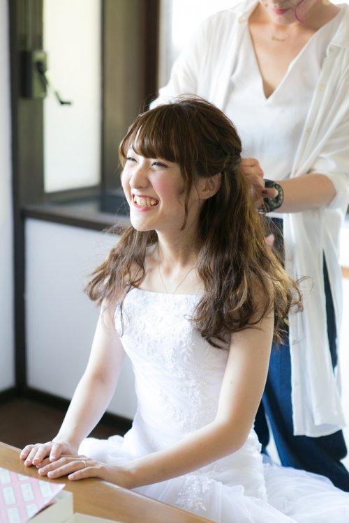 佐久島の弁天サロンでヘアメイクのお仕度