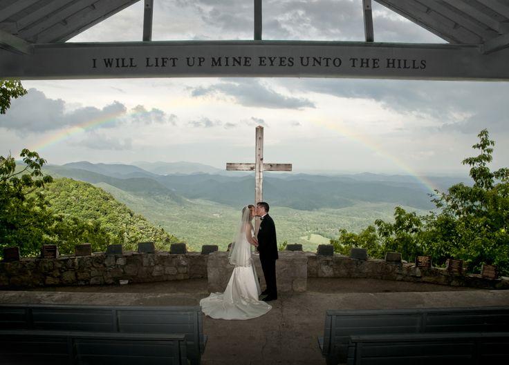 挙式会場からは、雄大な景色が一望できる、虹の見えるチャペル