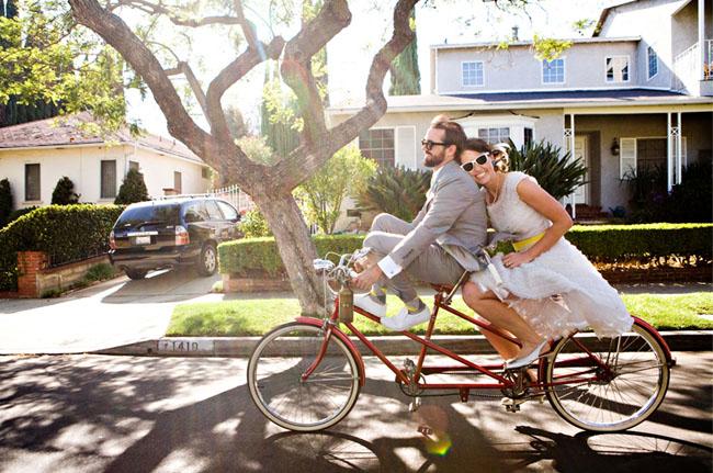奥様を自転車に載せて撮った結婚写真。bike wedding