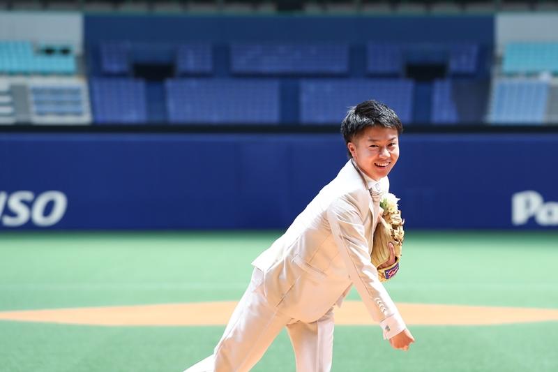 名古屋ドームでキャッチボール