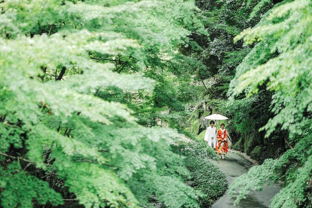 雨あがり、緑の美しい「徳川園」での前撮り