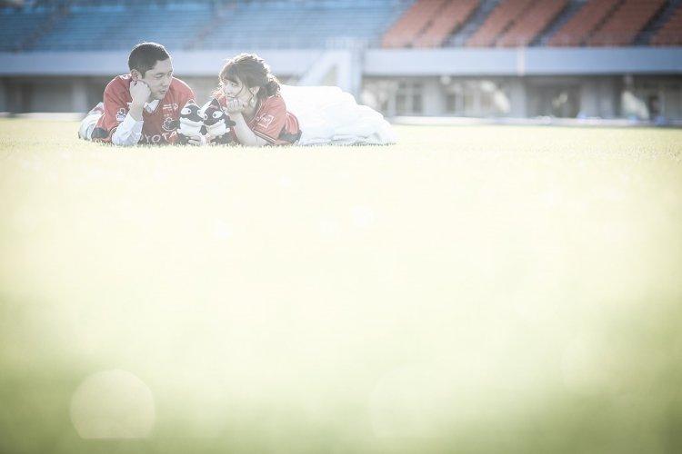 芝生の上でゴロゴロ可愛く撮影。