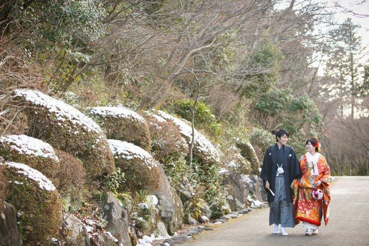 雪が残る東山植物園で冬の前撮り