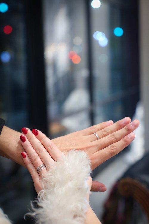 重ねた3つの手