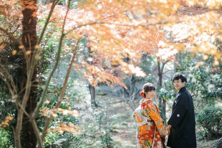 紅葉がきれいな日本庭園で和装撮影