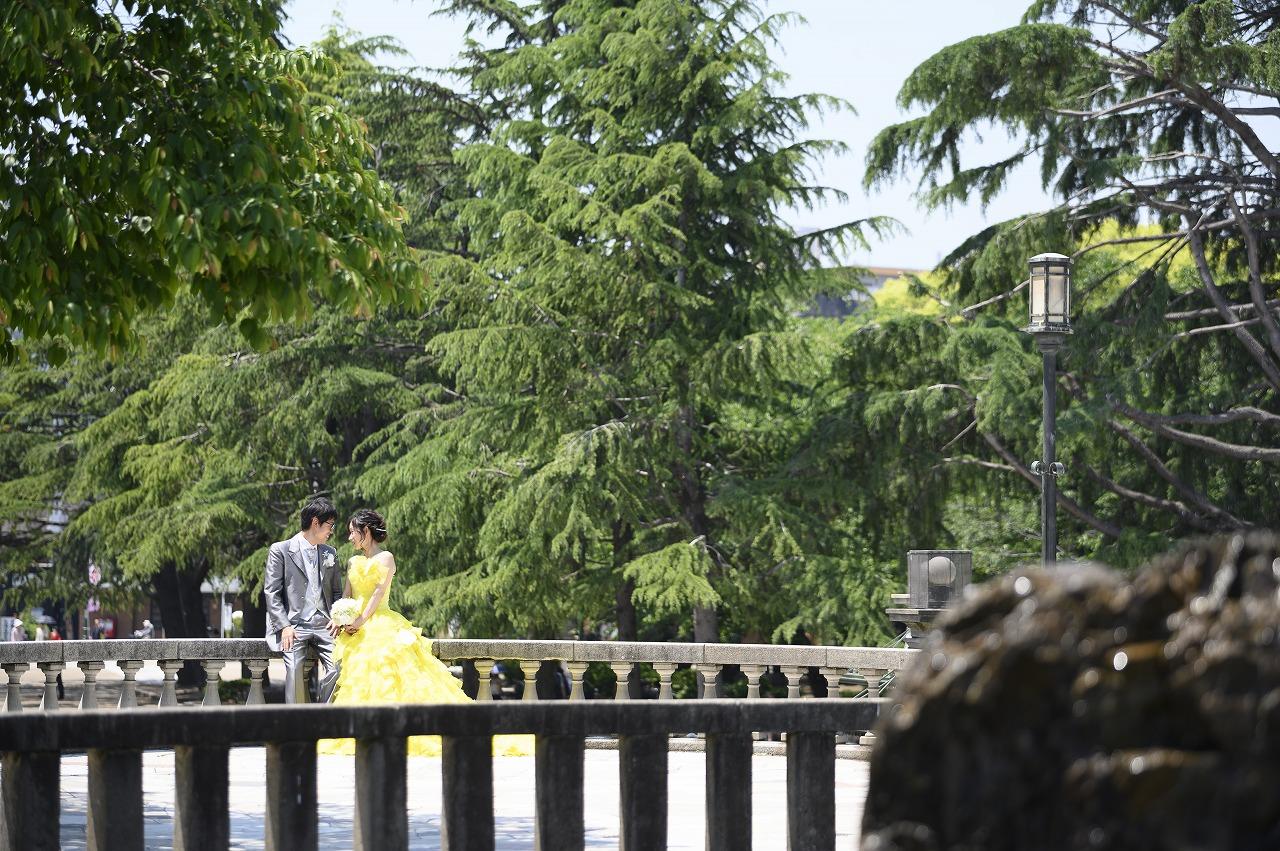 色鮮やかなカラードレスが映える「鶴舞公園」でウェディングフォト