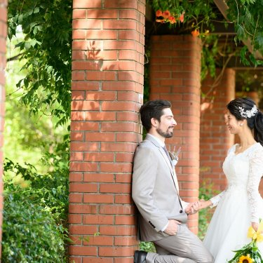 外国のような市政資料館で国際結婚のお二人の前撮り
