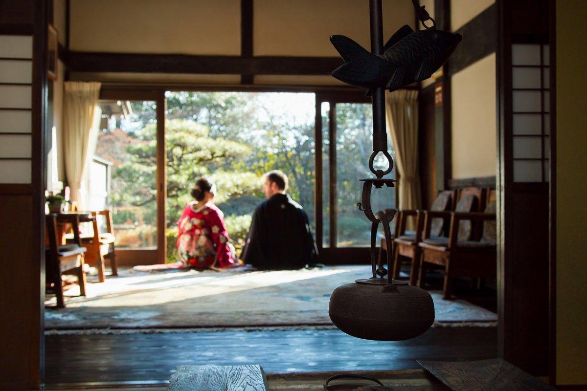 独特なお茶室の雰囲気を感じながら和装撮影