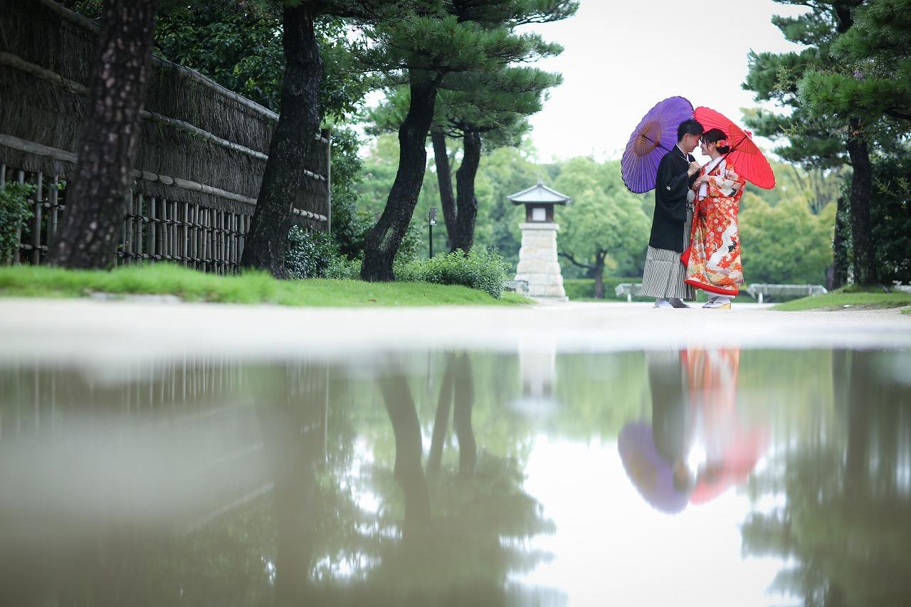 雨上がりの水面に映る姿も美しいロケーション和装撮影