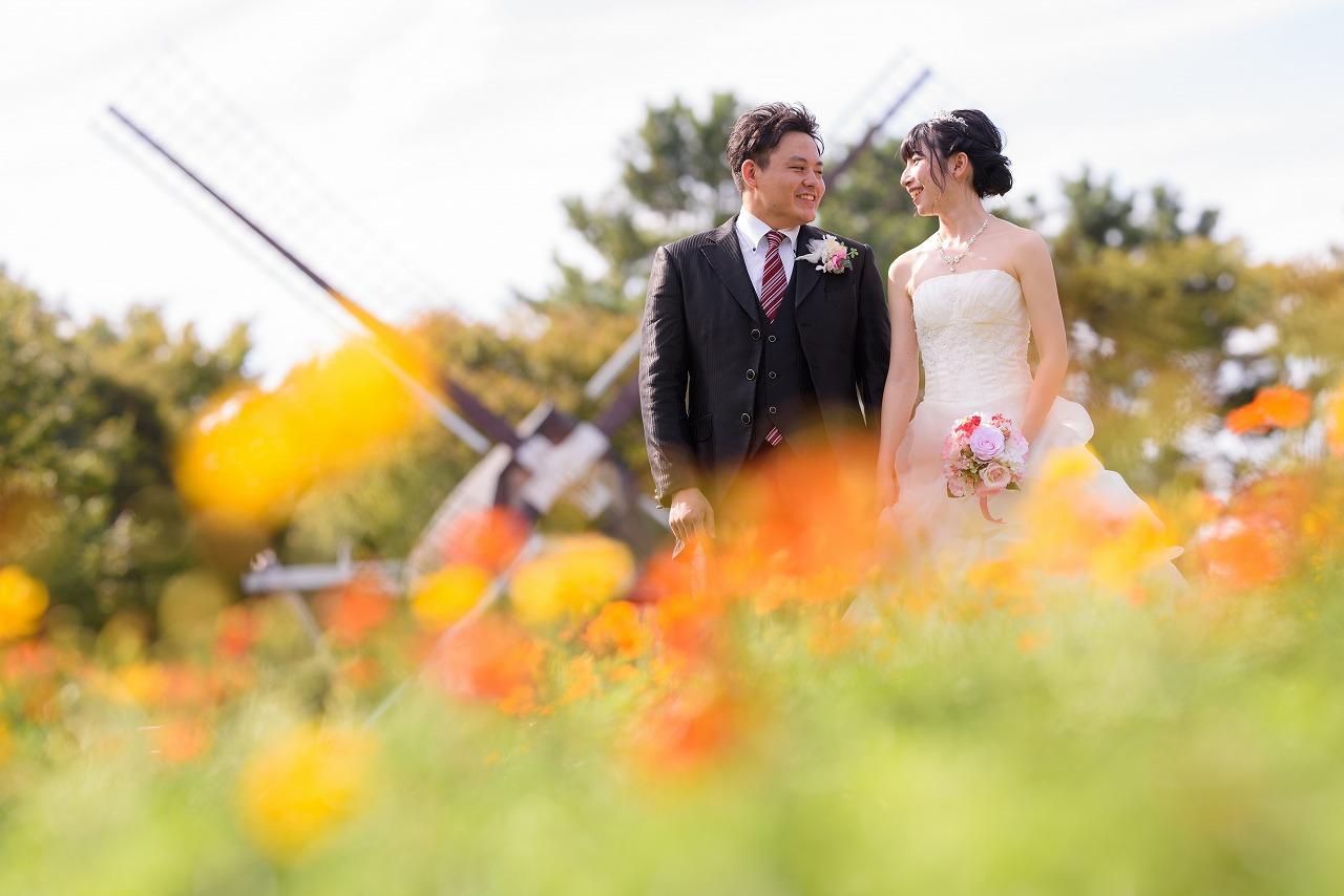 カラフルな花に囲まれたキュートな前撮り♡