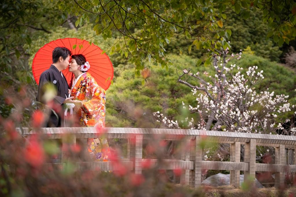 梅が色づく白鳥庭園で趣ある和装前撮り
