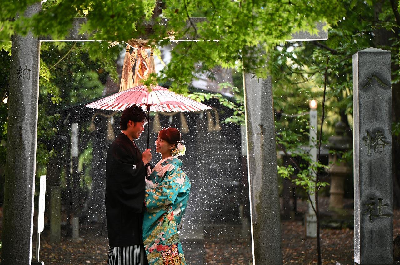 雨の雫が幻想的な中村公園での前撮りフォト。