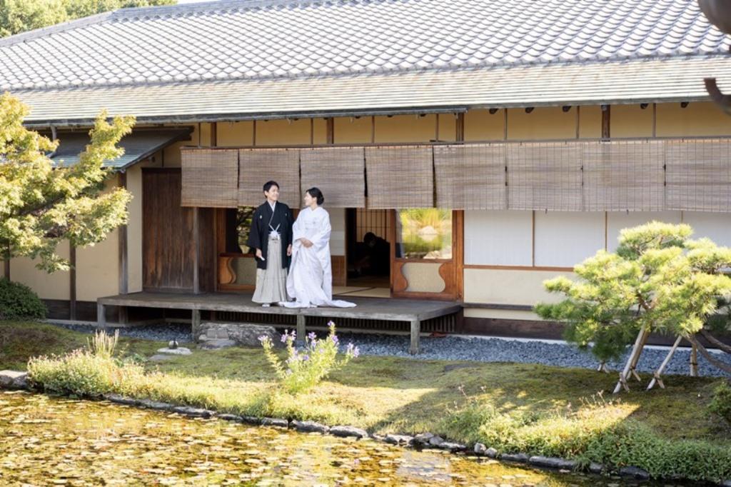 風情溢れる日本庭園でロケーション和装撮影。