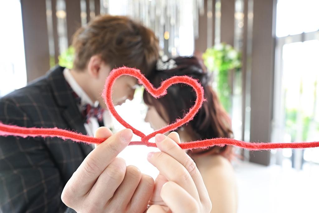 永遠の赤い糸で結ばれた新郎新婦♡
