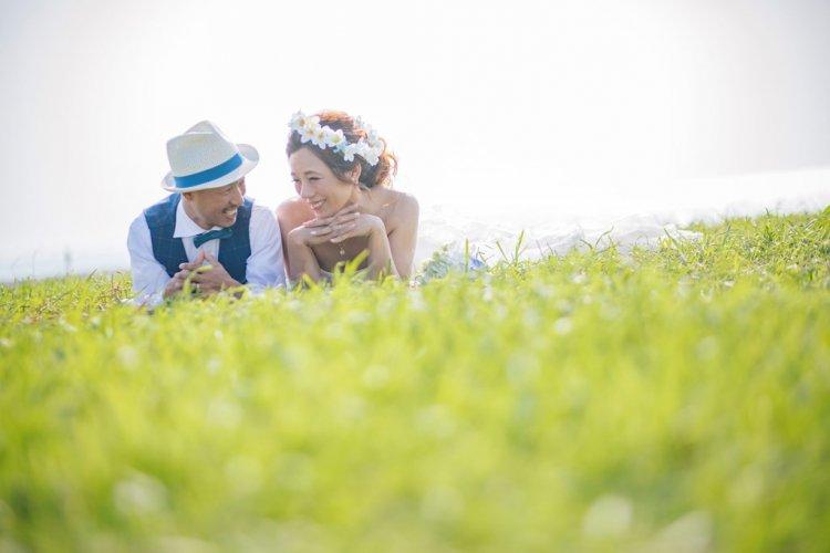 草原とウエディンドレス