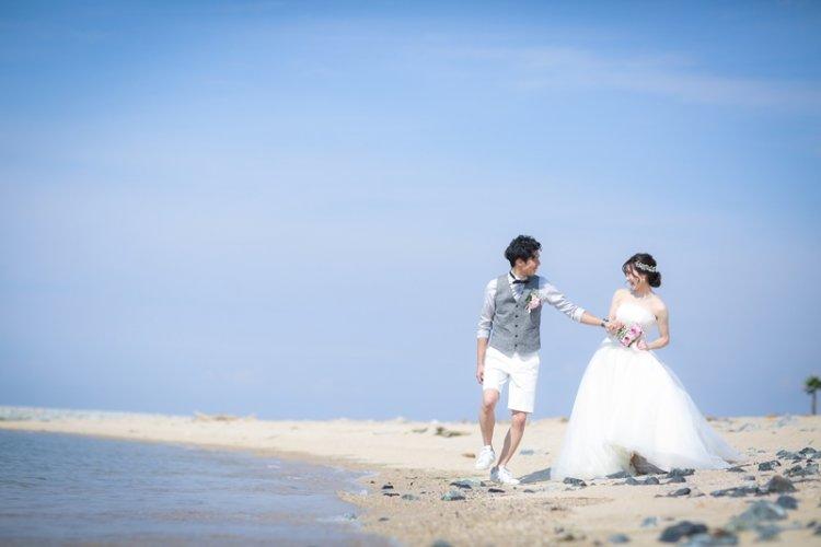 りんくうビーチを散歩しているふたり