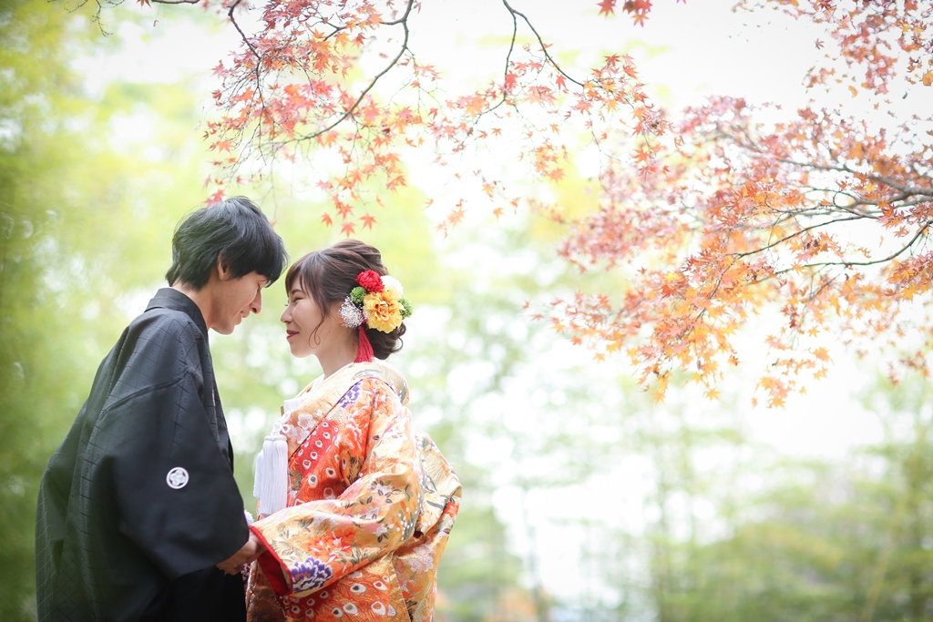 中村公園の紅葉と新郎新婦